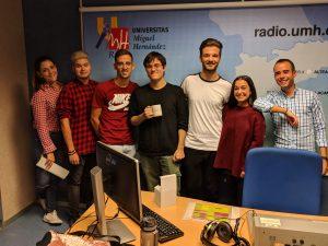 Entrevista en el estudio de radio al Alumni UMH Adrián Peidró